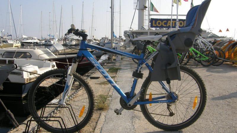 Vélo siège bébé - La méduse, location de vélos à porquerolles